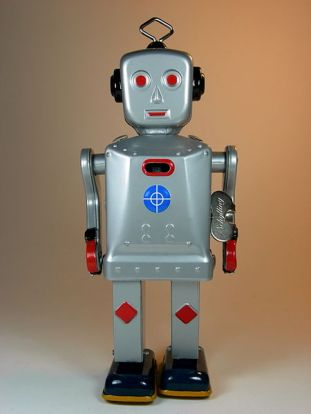 "450px-Schylling_–_Sparkling_""Mike""_Waling_Tin_Robot_–_Front"